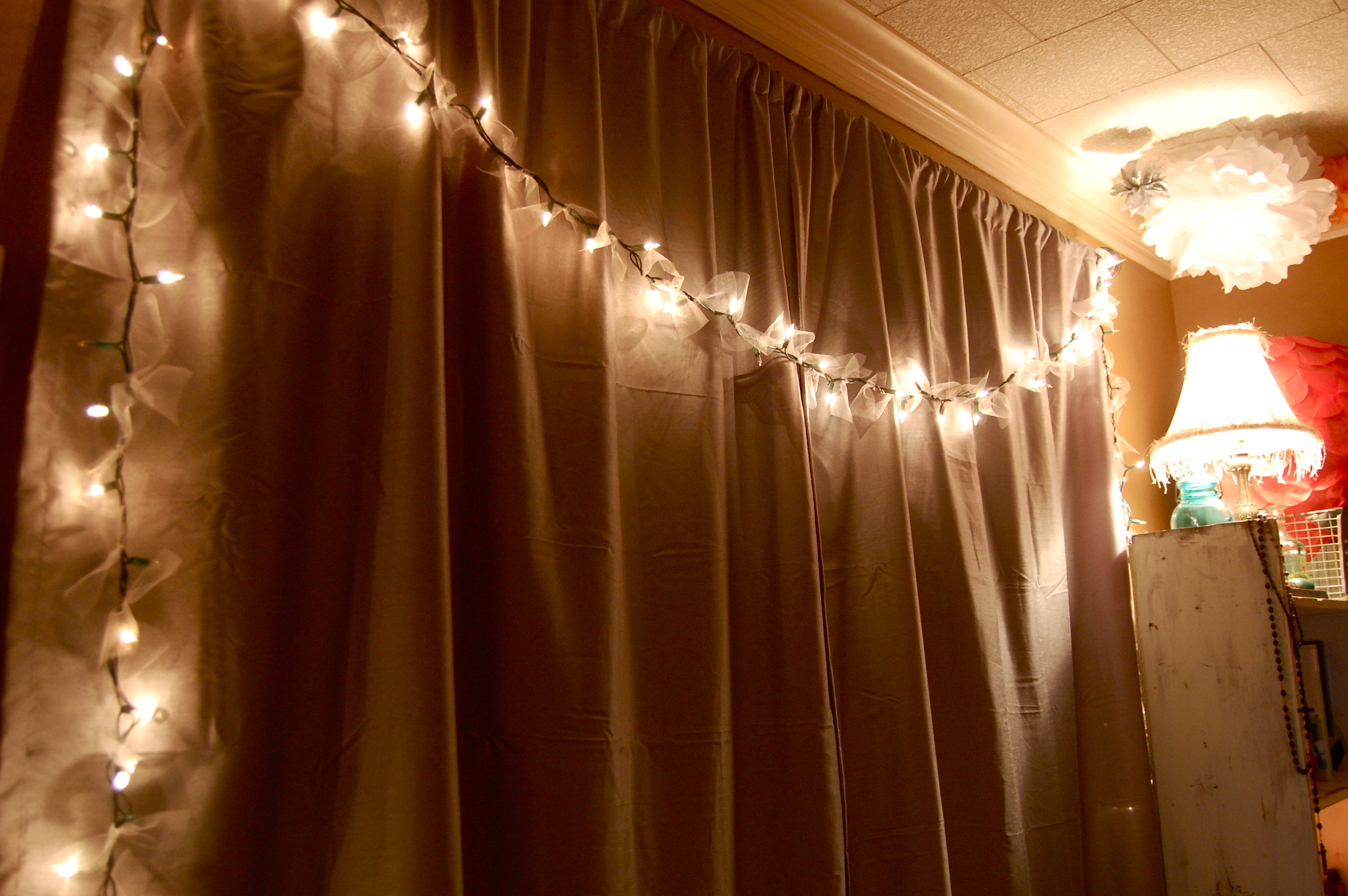 Tulle String Lights Diy : DIY: Tulle Lights - JADERBOMB