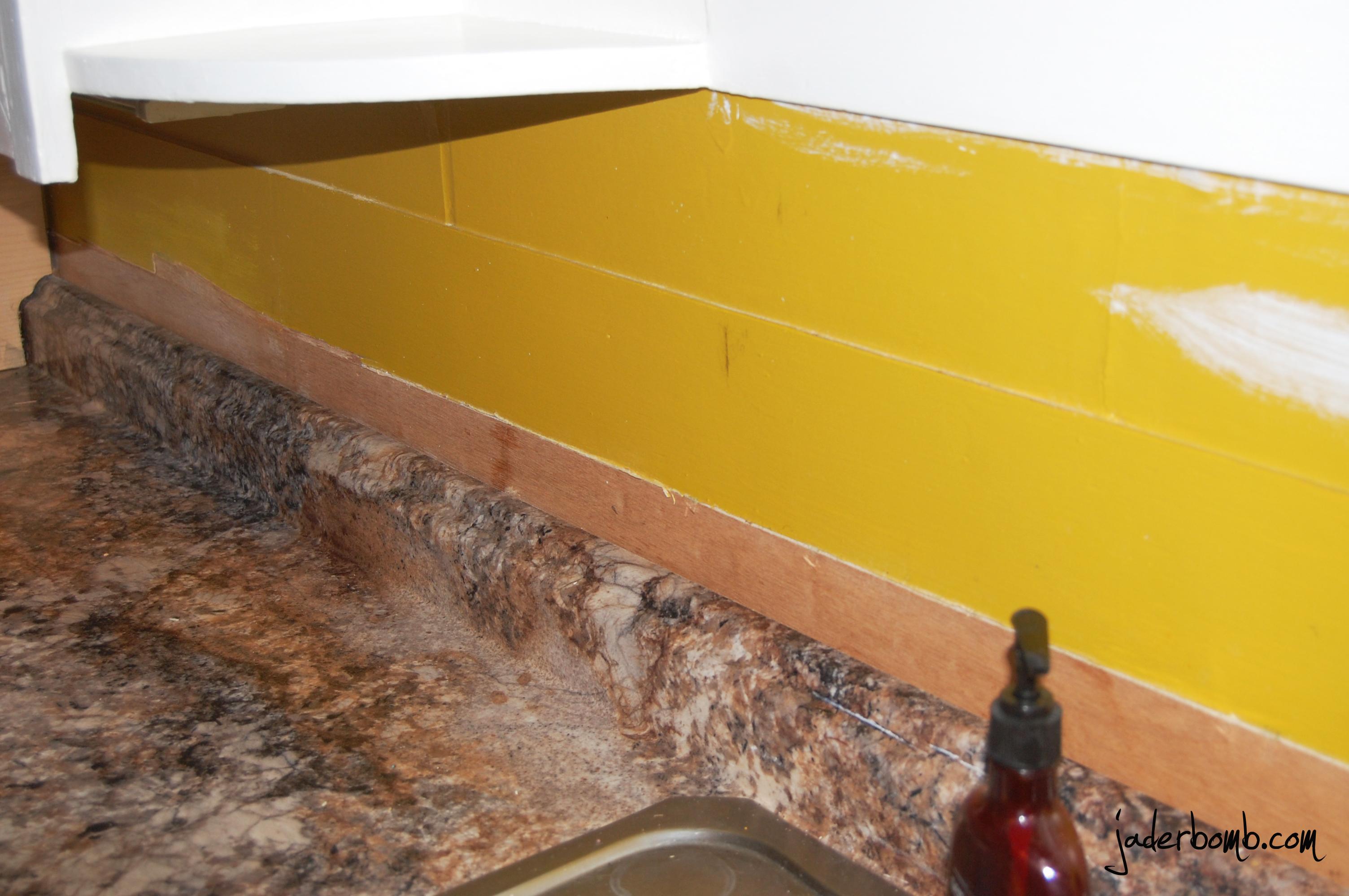 How to make a cork backsplash for your kitchen: tutorial - JADERBOMB