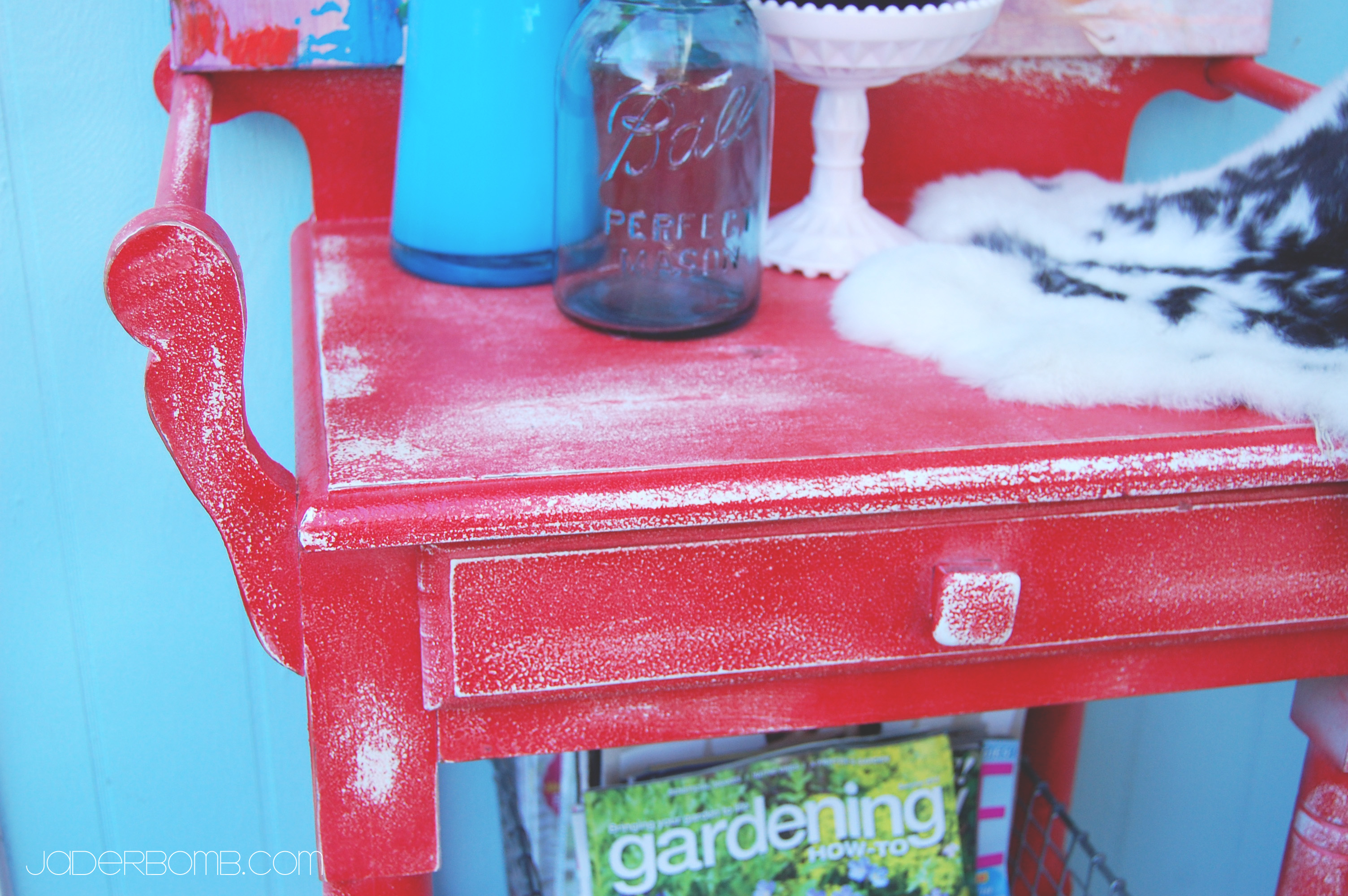 How to paint Shabby Chic Furniture - JADERBOMB