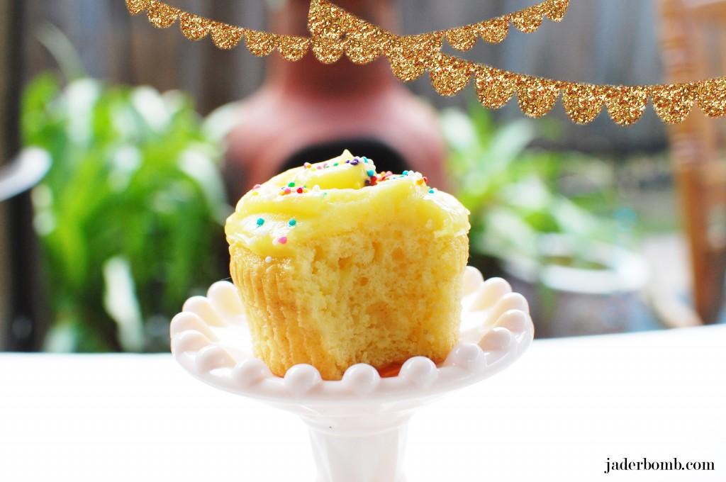 Martha_Stewarts_Lemon_Cupcakes_Jaderbomb