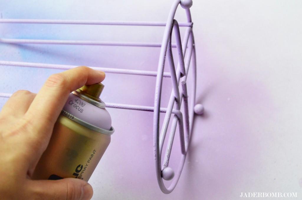 painted-paper-towe-holder-steps-jaderbomb