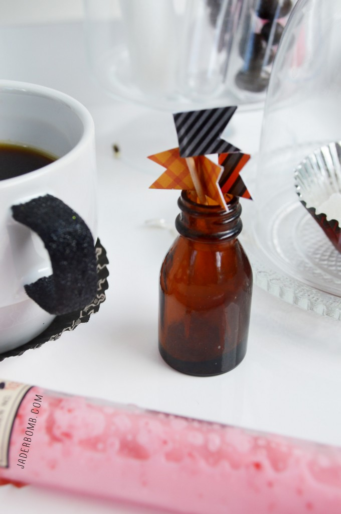 ORANGE AND BLACK HALLOWEEN PARTY DECOR DIY