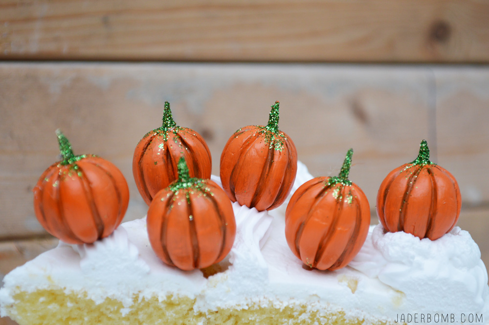 how to make cake toppers for halloween
