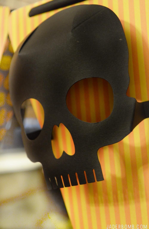 paper skull mask'