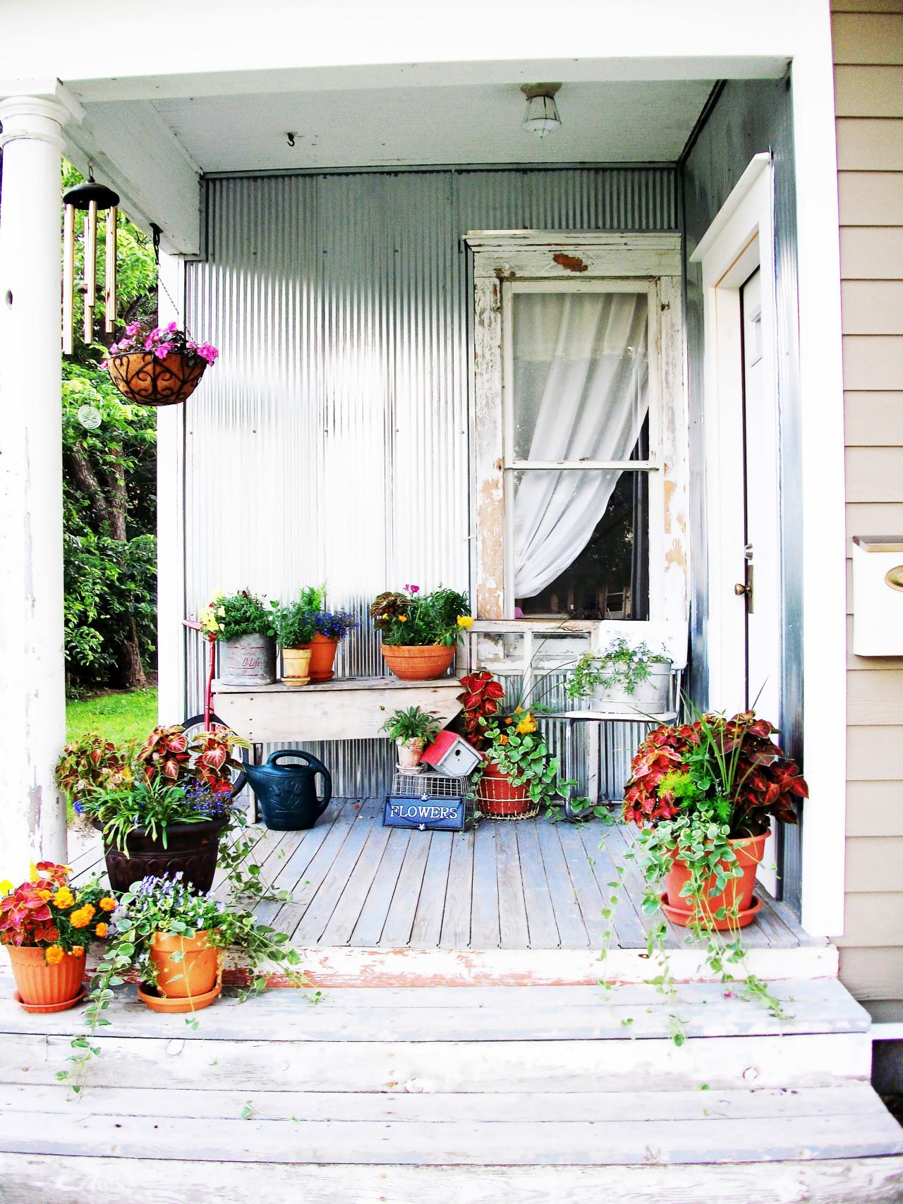 RMS-robinelise_shabby-porch-container-garden_s3x4.jpg.rend.hgtvcom.1280.1707